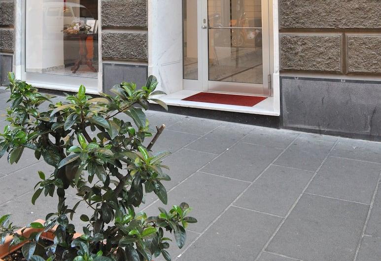 HNN Luxury Suites, Genova, Ingang van hotel