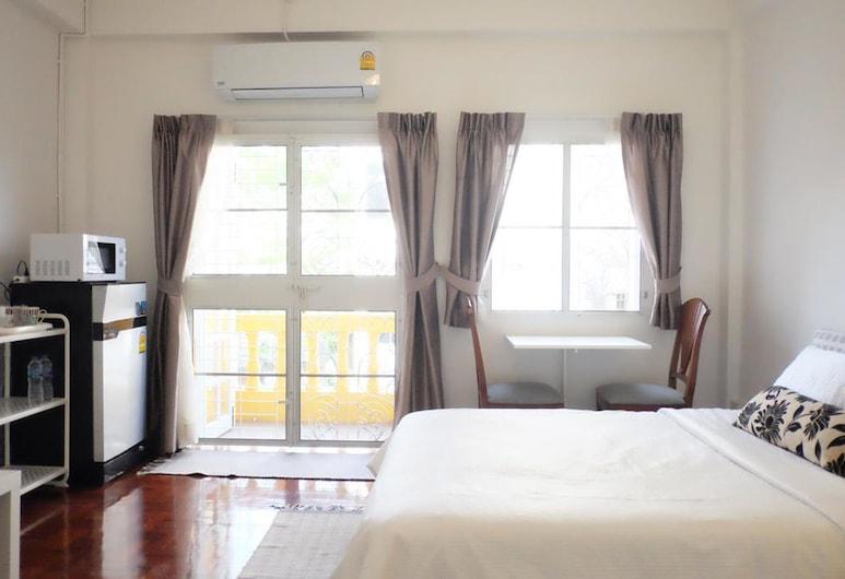 12/14 HOME Studio, Bangkok, Trojlôžková izba typu City, 1 veľké dvojlôžko s rozkladacou sedačkou, Hosťovská izba