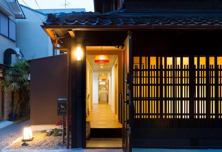 Kyonomachi Hakuho, Kyoto, הכניסה אל הנכס