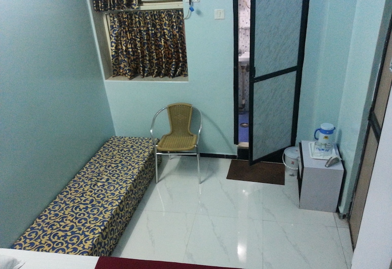 New Metro Guest House, Mumbai, Deluxe Room, Smoking (with AC), Guest Room