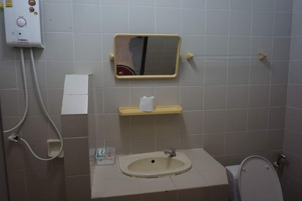 Standard Double Room with Shared Bathroom - 浴室