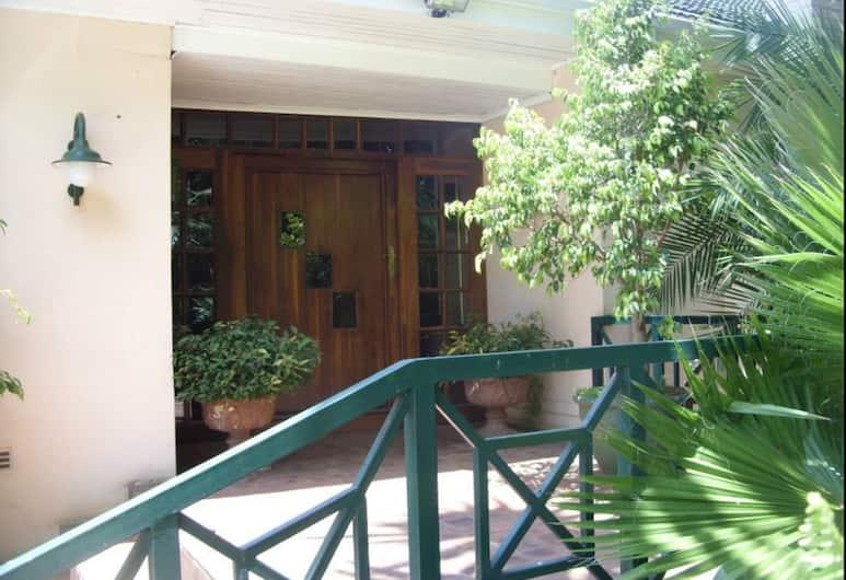 12 Fleetwood Lodge, Harare, Hotel Entrance