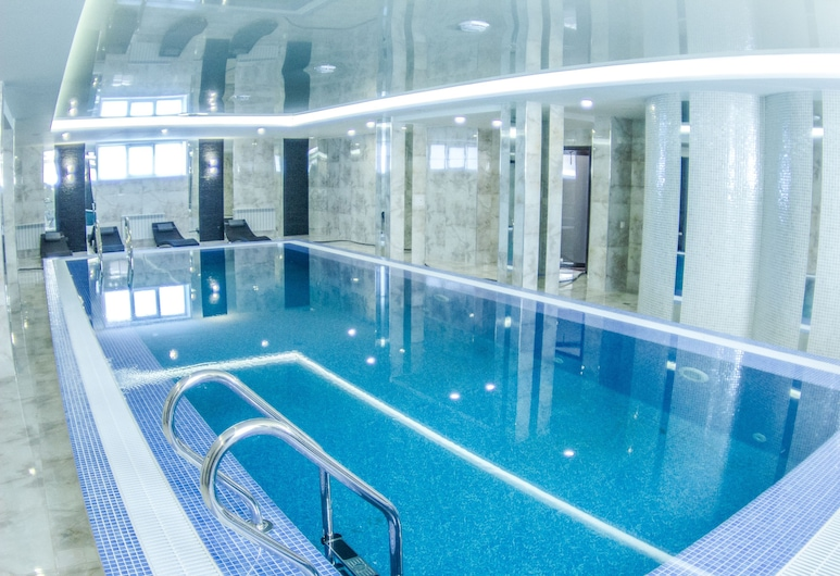 AISHA BIBI hotel & apartments, Nur-Sultan, Innenpool