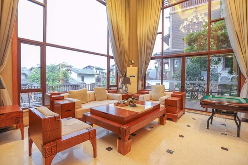 Villa,7 Bedrooms - Living Area