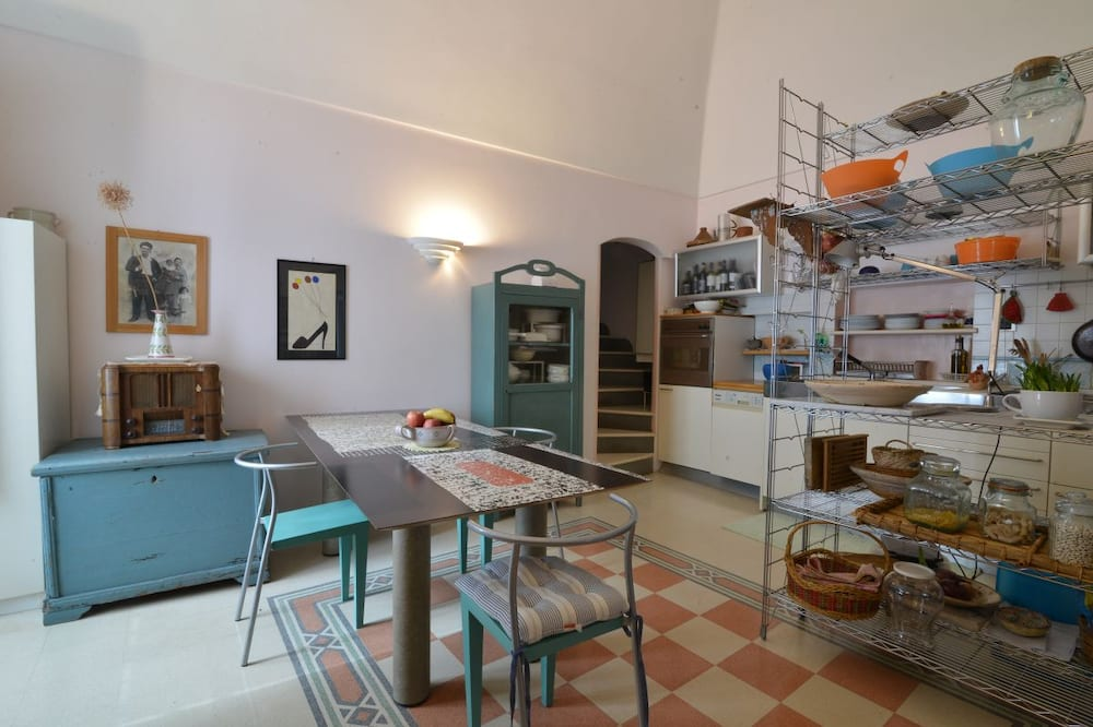 Deluxe Apartment, 1 Queen Bed with Sofa bed, Accessible, Non Smoking (in cave) - Living Area