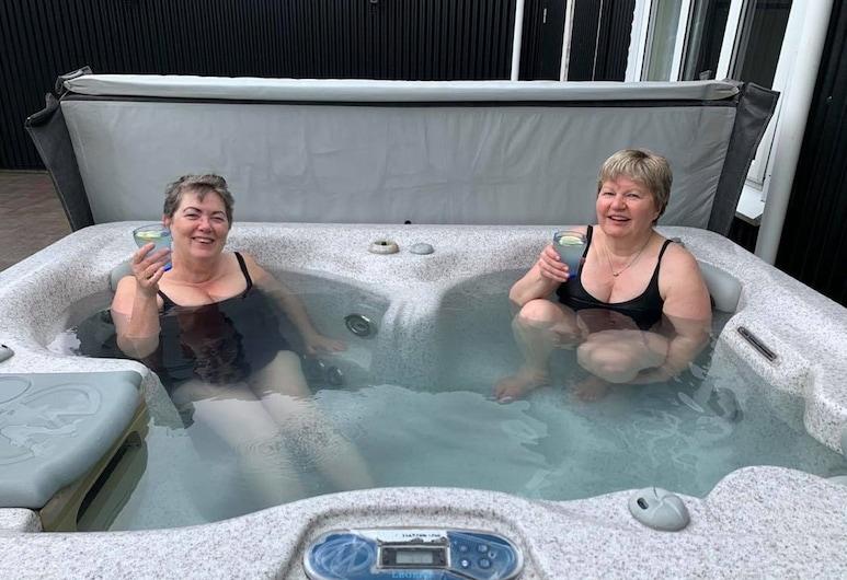 Midas Farmstay, 塞爾福斯, 室外 SPA 浴池