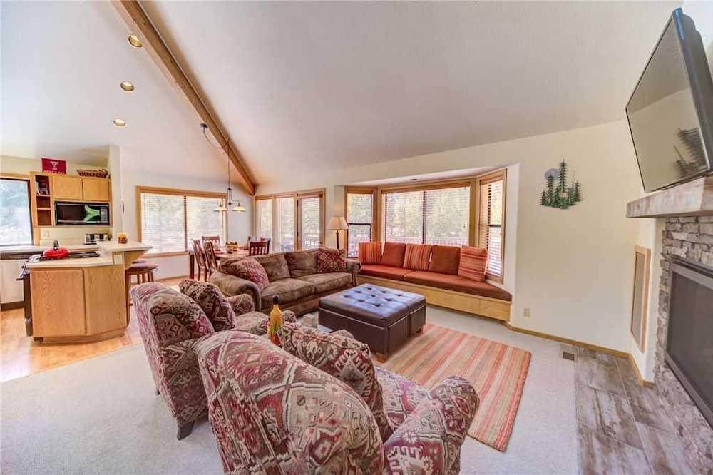 Domek, 3 ložnice, terasa - Obývací pokoj