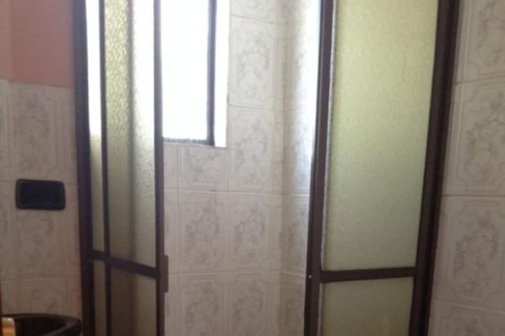 חדר בייסיק טווין, חדר שינה אחד - חדר רחצה