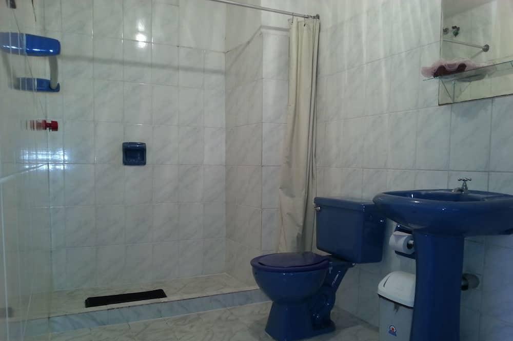 Номер з 2 односпальними ліжками, 2 односпальних ліжка, приватна ванна - Ванна кімната