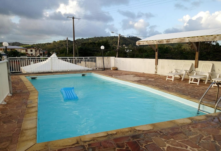 Apartment With 4 Bedrooms in Le Robert, With Wonderful sea View, Shared Pool, Enclosed Garden - 5 km From the Beach, Le Robert, Bazén