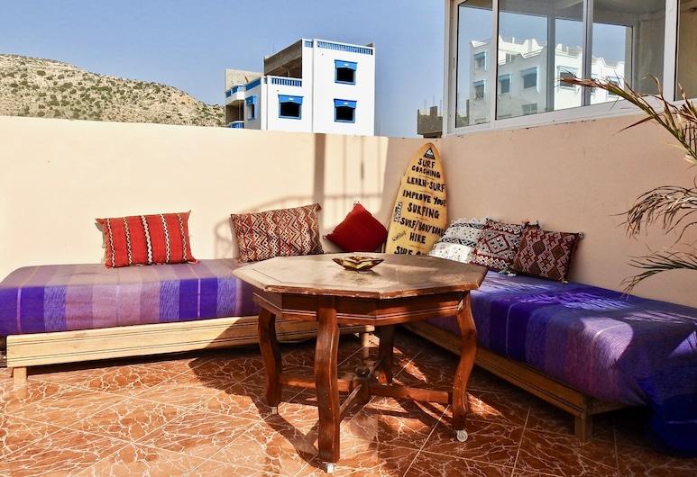 Offshore Surf House Morocco, Aourir, Terraza o patio