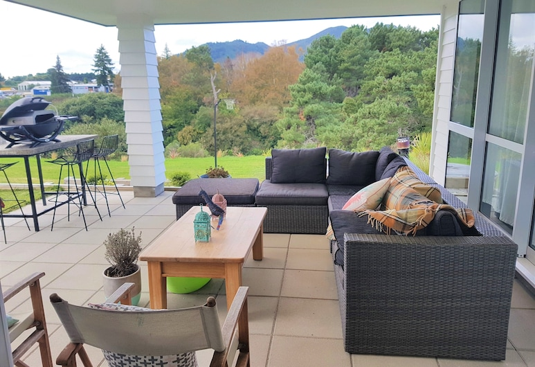 House In The Heights, Taupo, Terasa