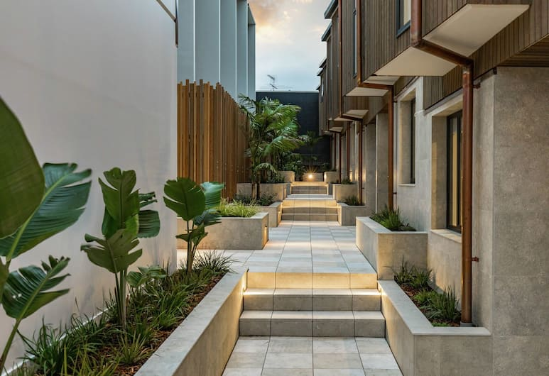 Spacious 3 Bedroom with Ensuite Bathroom, Auckland, Courtyard