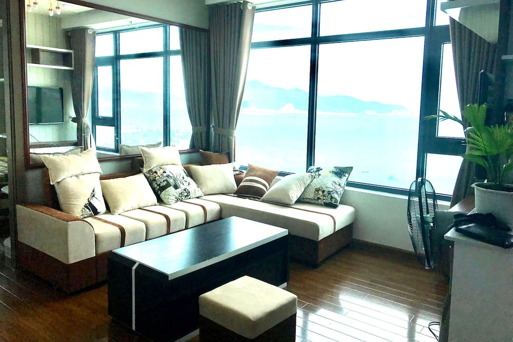 2 Bedrooms Apartment, Ocean View - Living Area