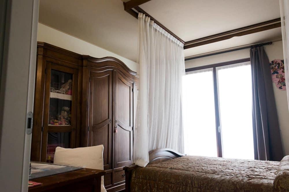 Dvivietis kambarys, balkonas - Svečių kambarys