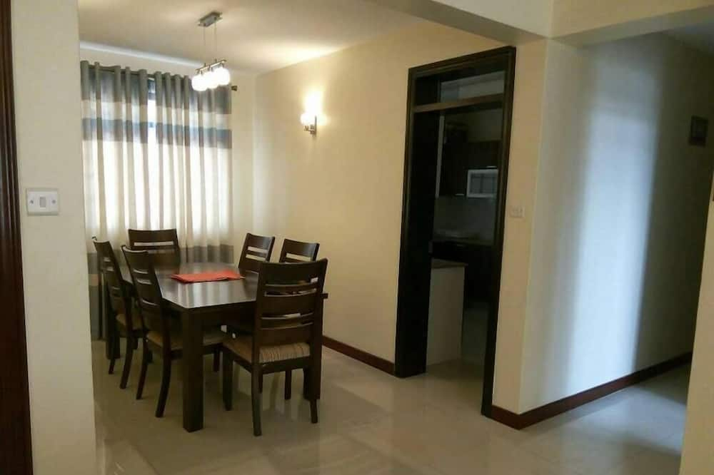 Executive Apartment, 2 Bathrooms, Pool View - In-Room Dining