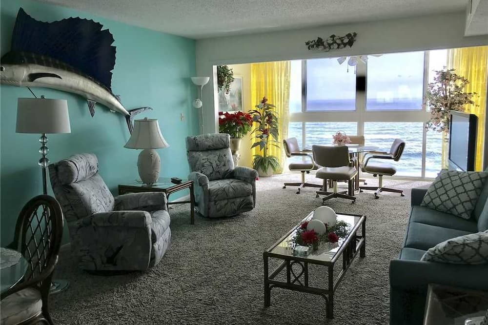 Kooperatīva tūristu mītne, divas guļamistabas, vanna, skats uz pludmali (Edgewater West 73) - Dzīvojamā zona