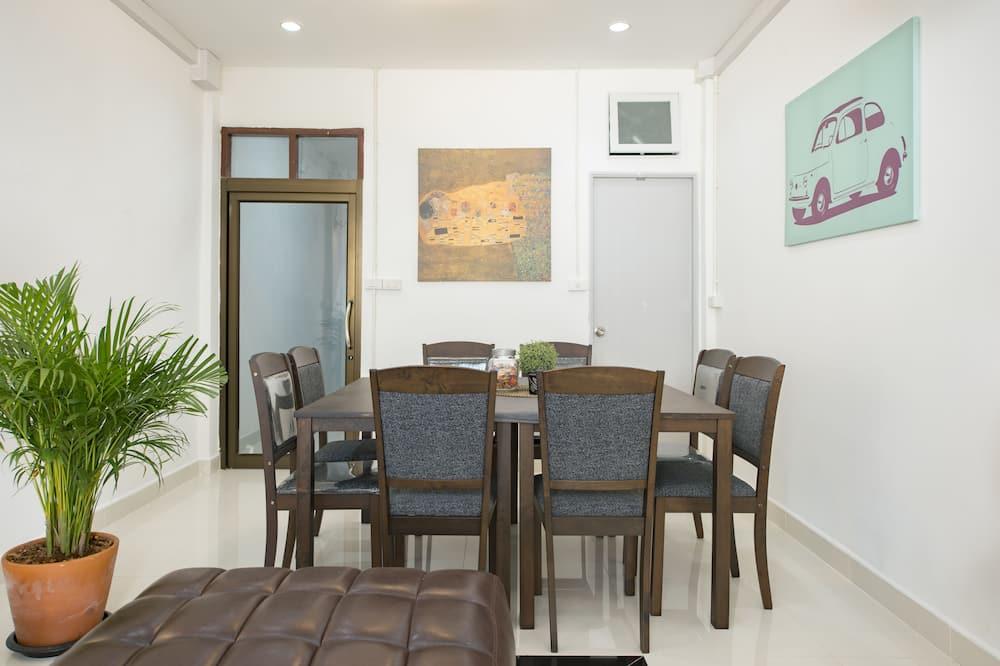 4 Bedrooms Villa  - Обіди в номері