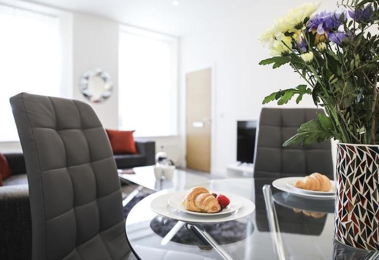 Casa Fresa - King Street Apartments, Dundee, Premium Apartment, Private Bathroom, City View, Lounge