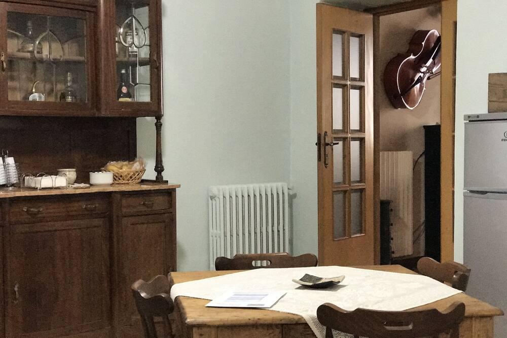Tradicionāls dzīvokļnumurs, divas guļamistabas, nesmēķētājiem, virtuve - Numura ēdamzona