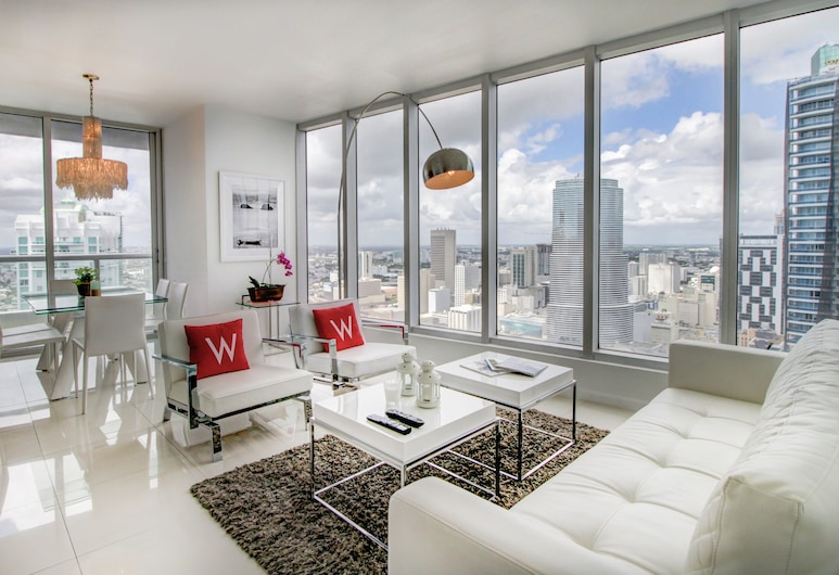 Icon Residences by Flashstay, Miami, Exclusive Condo, 2 Bedrooms, Jetted Tub, Ocean View, Living Area