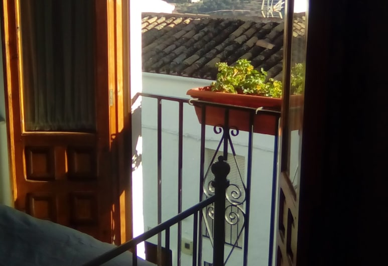 Casa Cuartel, El Gastor, Exterior