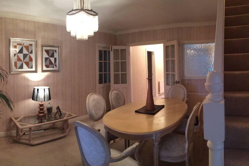 Maison Exclusive, 4 chambres, vue jardin - Restauration dans la chambre