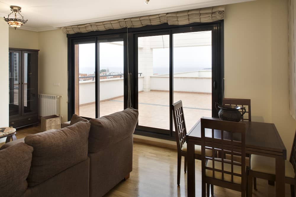 Apartment, 2 Bedrooms, Terrace, Sea View - Living Area