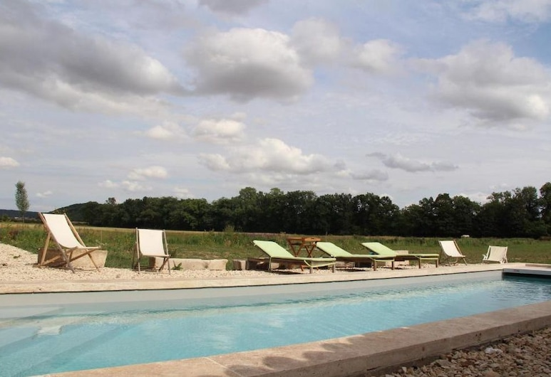 Abbaye de Reigny - Esprit de France, Vermenton, Pool