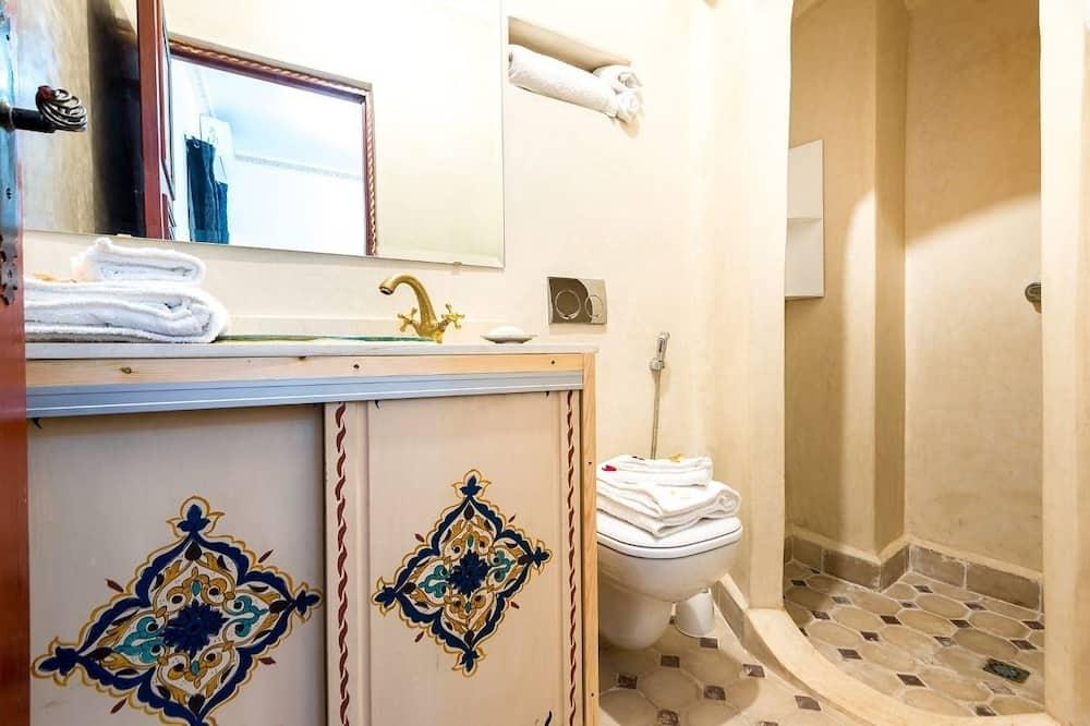 Double or Twin Room, Shared Bathroom - Bilik mandi