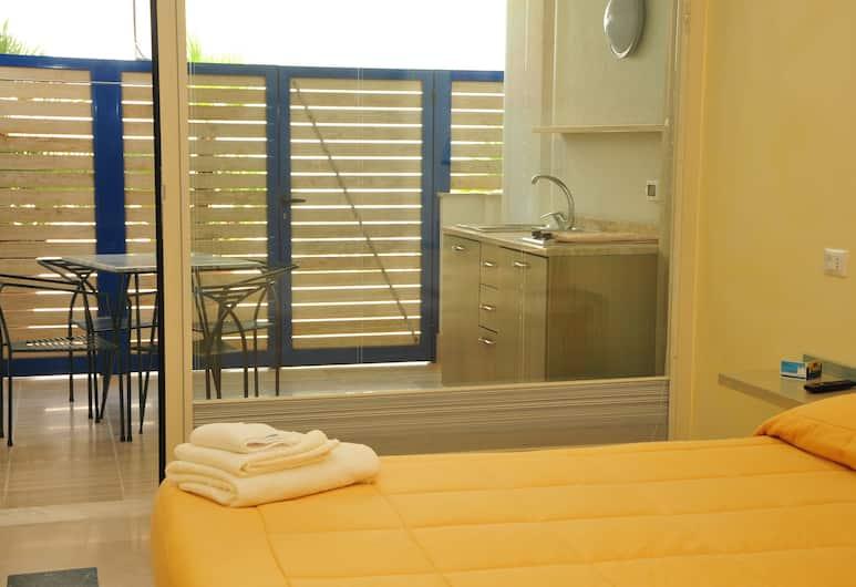 Camere sul Lungomare, Otranto, Triple Room, Kitchenette, In-Room Kitchen