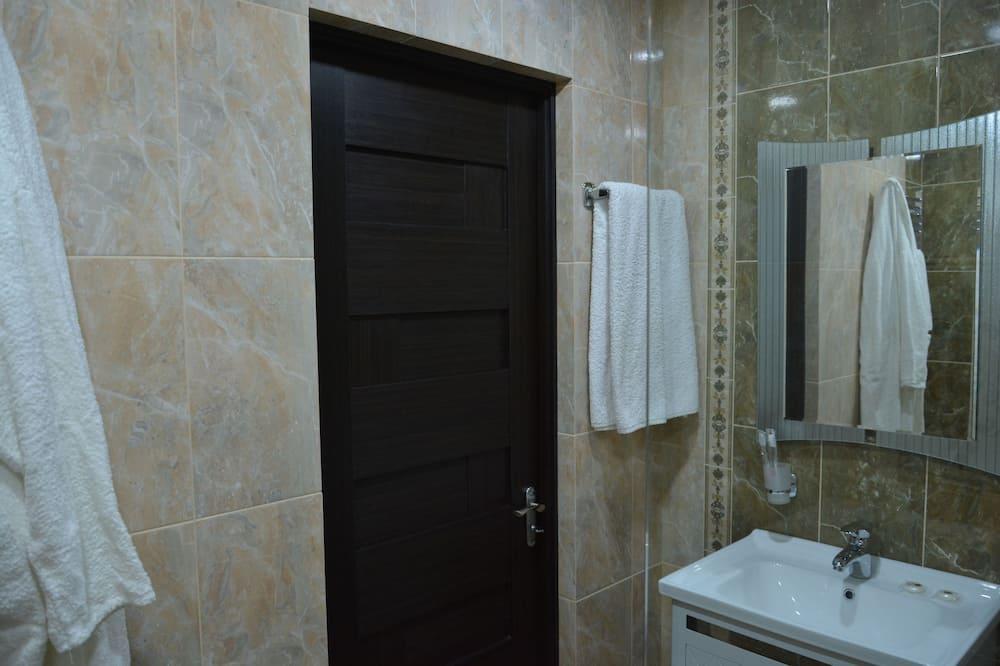 Comfort suite, Uitzicht op de stad - Badkamer