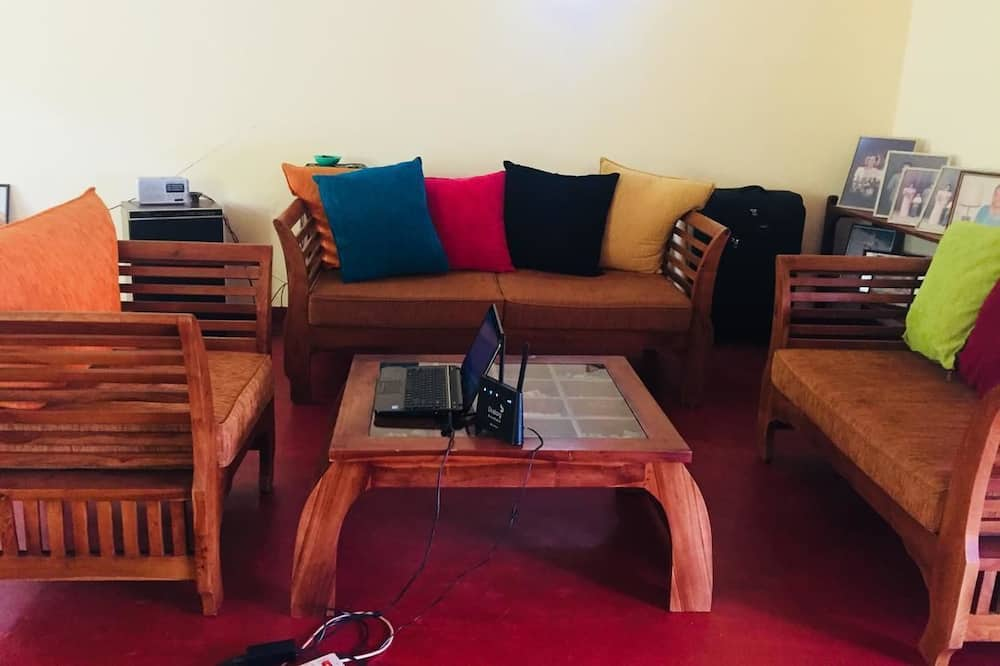 Comfort Apartment, 1 King Bed, Mountainside - Living Room