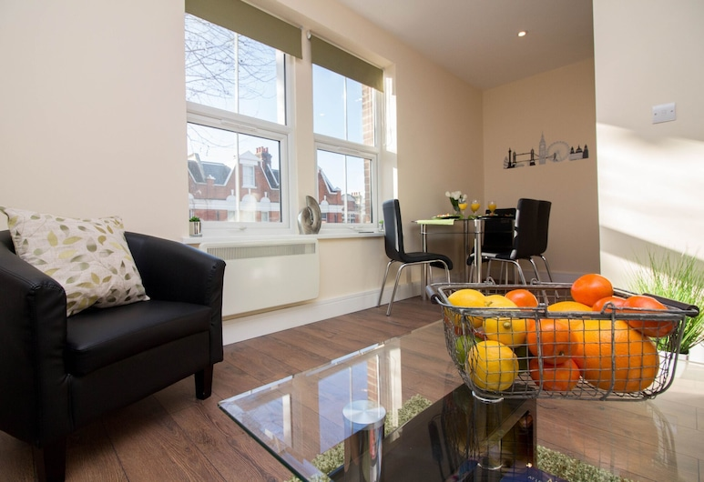 Appealing One Bedroom Flat In Ealing, London, Living Area