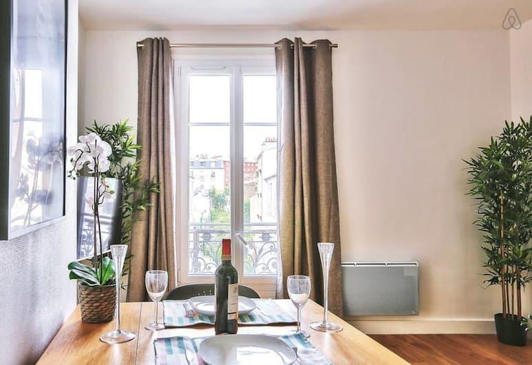"""Family Apartment """"buttes Chaumont"""", Paryż"""