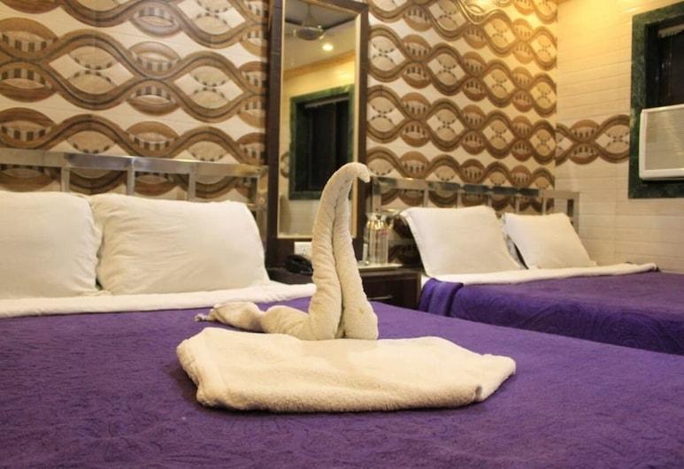 Hotel Al Ahad, Mumbai, Deluxe Quadruple Room, Non Smoking, Guest Room