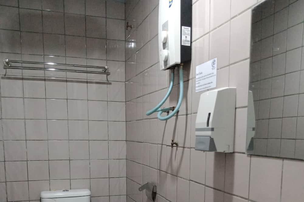 Executive Queen - Bathroom