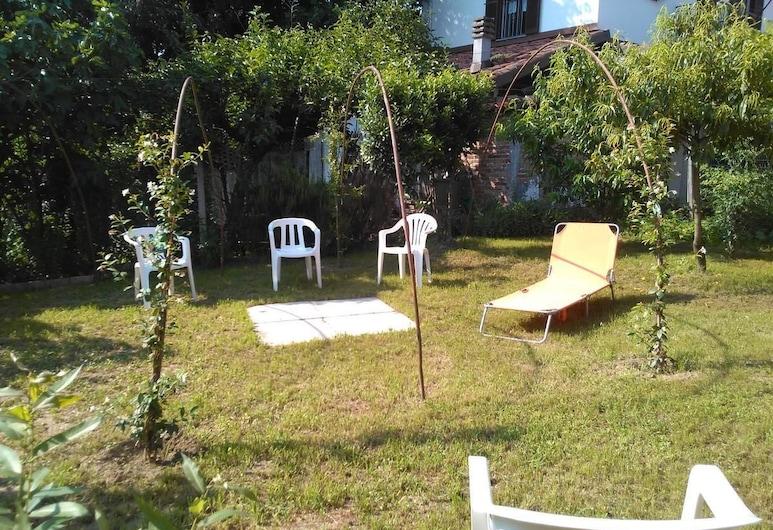 Casa Aromi ed Arte, Asti, Jardin