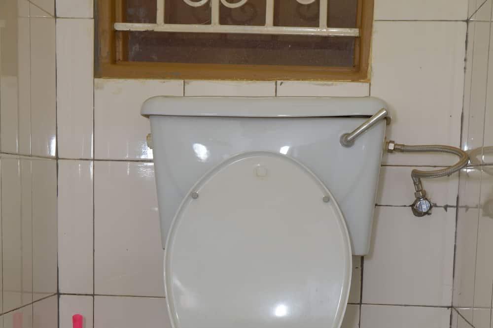 Yhden hengen huone, Näköala puutarhaan - Kylpyhuone