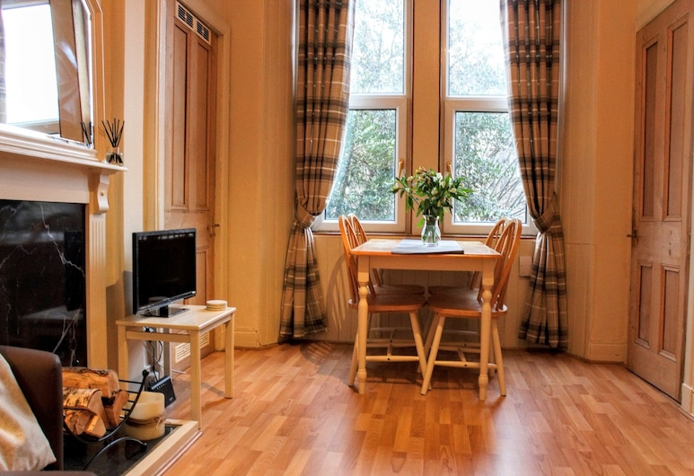 1 Bedroom Apartment in Central Edinburgh, Edinburgh, Apartment, 1 Bedroom, Living Area