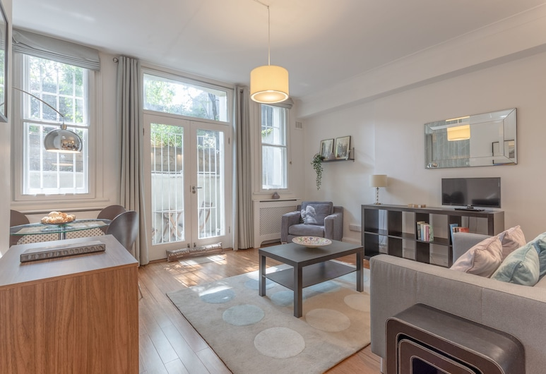 1 Bedroom Flat In Vibrant Earls Court, London, Wohnbereich
