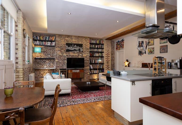 2 Bedroom Loftstyle Apartment, London, Wohnbereich