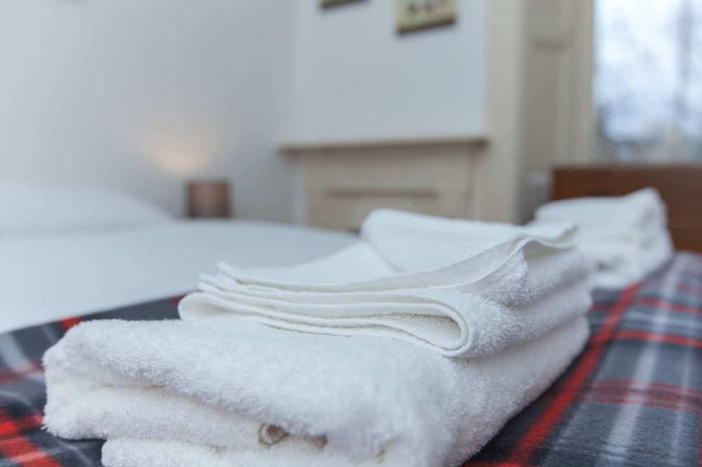 Apartment (2 Bedrooms) - Bilik