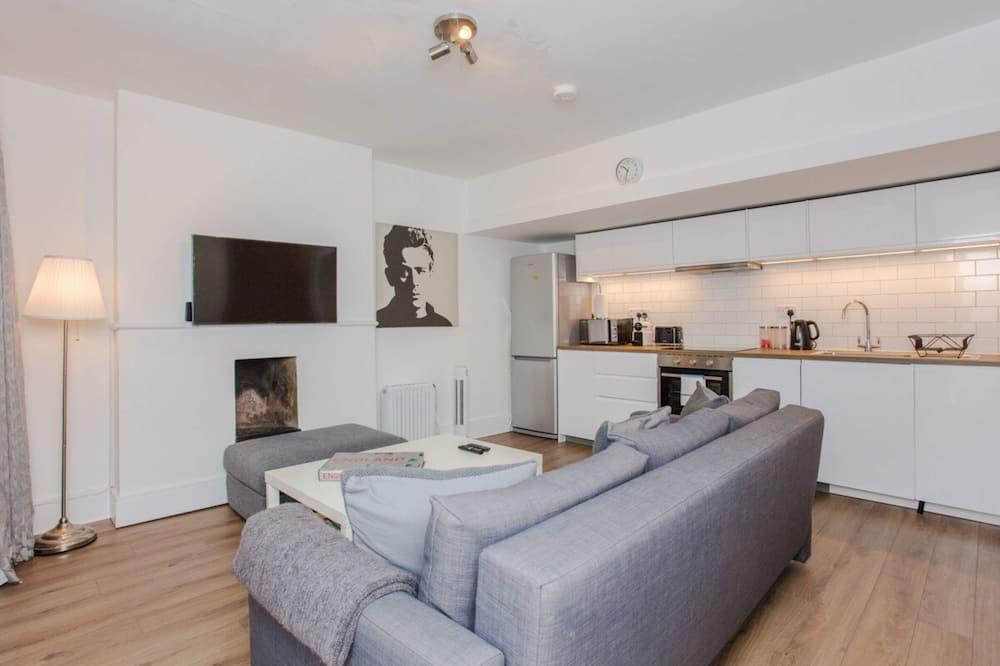 Apartment (2 Bedrooms) - Wohnzimmer