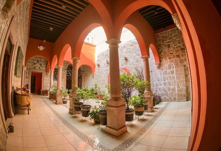 La Siesta del Fauno, Morelia, Courtyard