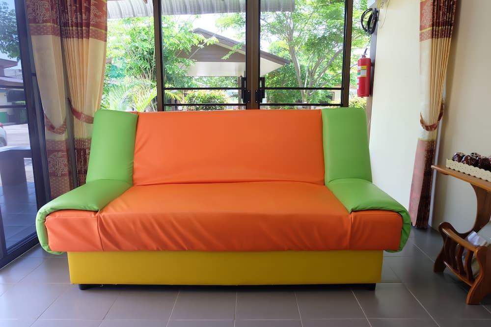 2 Bedrooms Bungalow - Living Area