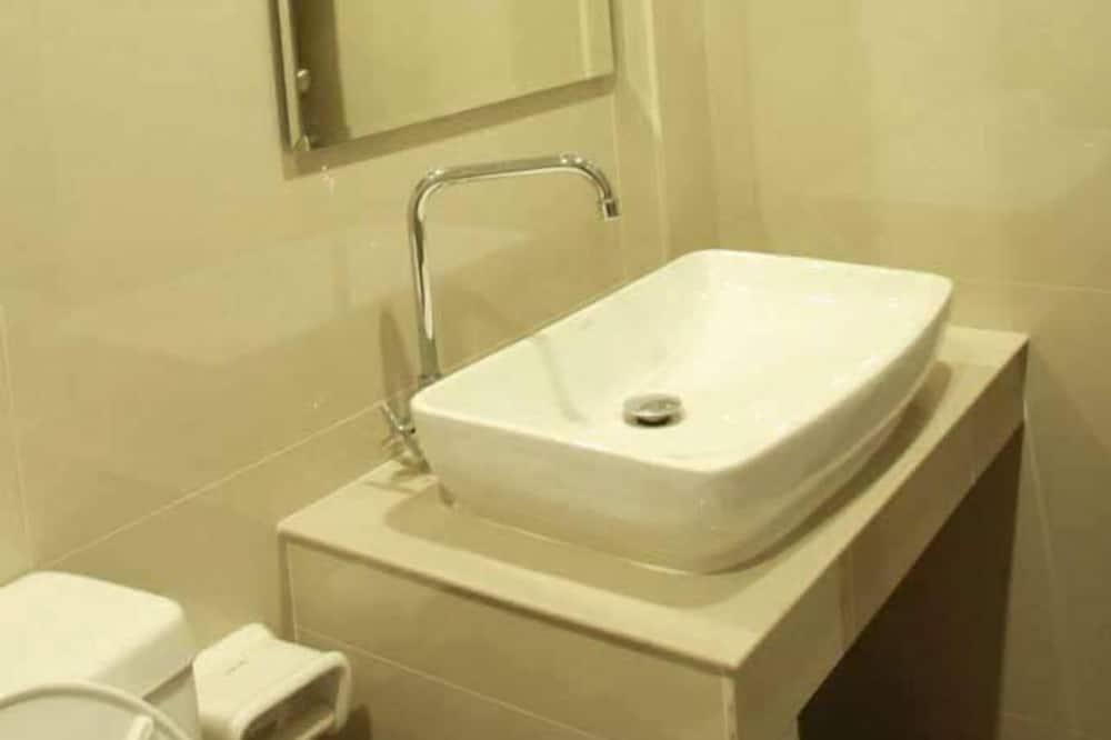 Štandardná dvojlôžková izba - Umývadlo v kúpeľni