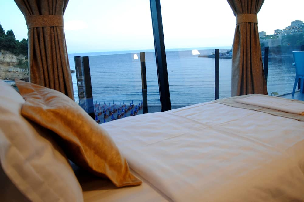 Two-Bedrooms Apartment with Balcony Sea View - Kamer