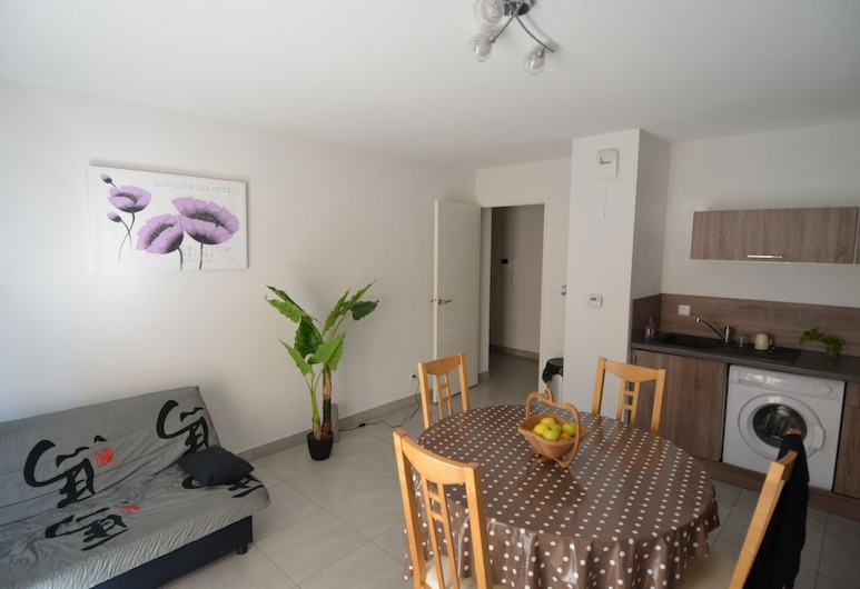 Apartment 4 persons with balcony near tramway Port of Nice district, Nice, Apartment, 1 Bedroom, Living Area