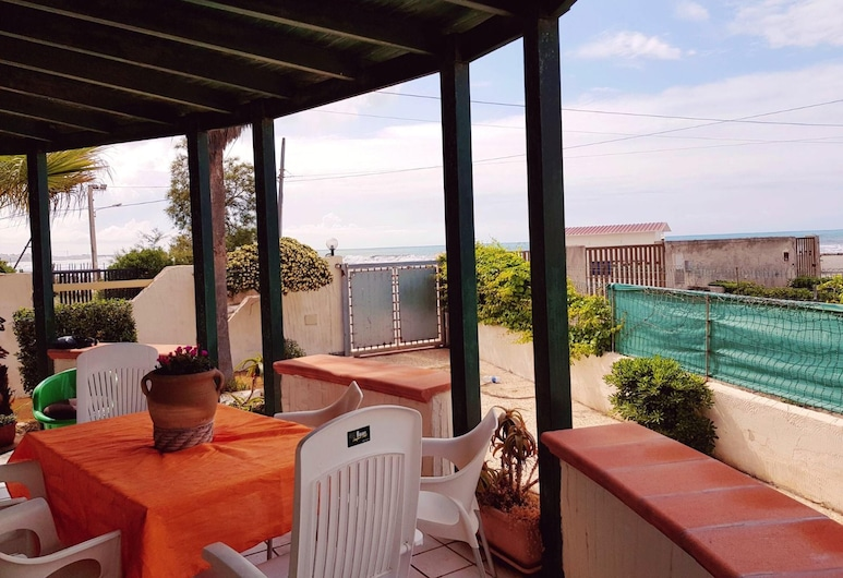 House With 3 Bedrooms in Mazara del Vallo, With Furnished Terrace - 10 m From the Beach, Mazara del Vallo, Terrace/Patio